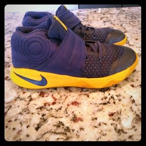 Nike kyrie Irving kids